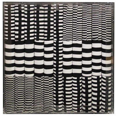 <b>Optical - Installation</b>, 1971<br>Nylon fabric on plexiglass<br>90 x 90 cm - 35.4 x 35.4 in.